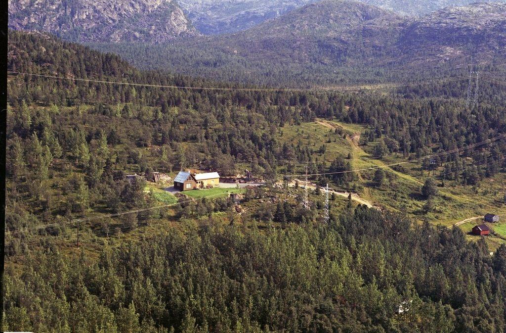 Trældal?  Tusseheia ?( på eller ovenfor Hergot) hvor Arvid Danielsen bygde hus omkring 1960.