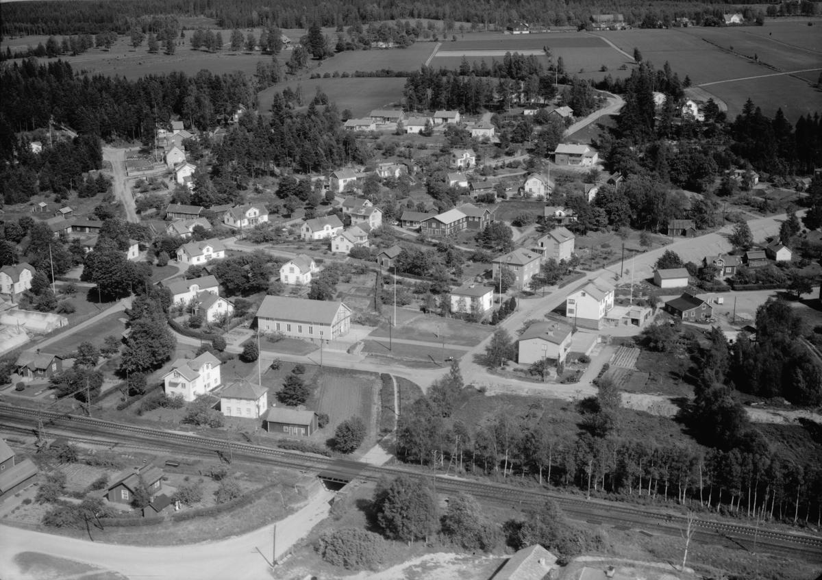 Flygfoto över Frinnaryd i Aneby kommun, Jönköpings län. 802/1964