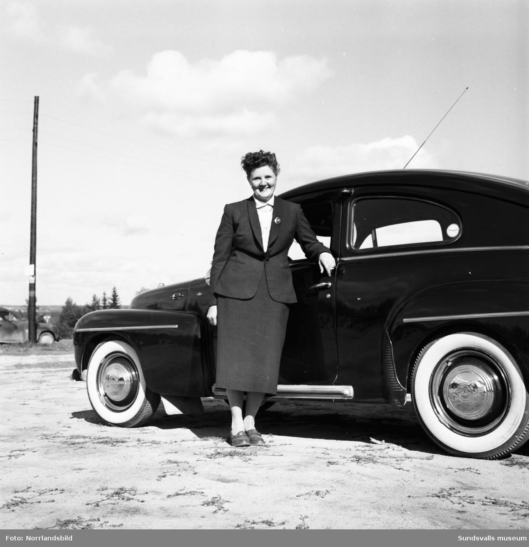Kvinnliga bilister kör tävling på Lv5.