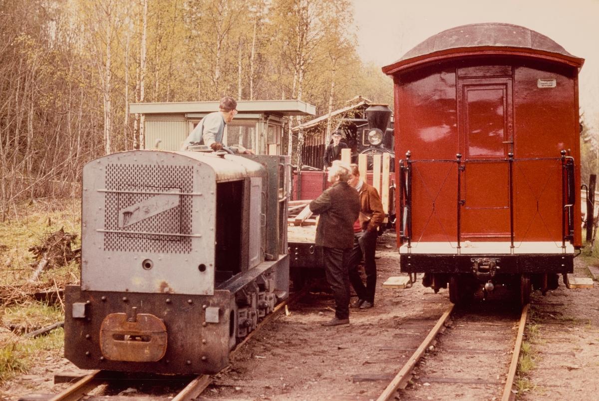 Dugnadsarbeid på Bingsfoss stasjon på museumsbanen Urskog-Hølandsbanen