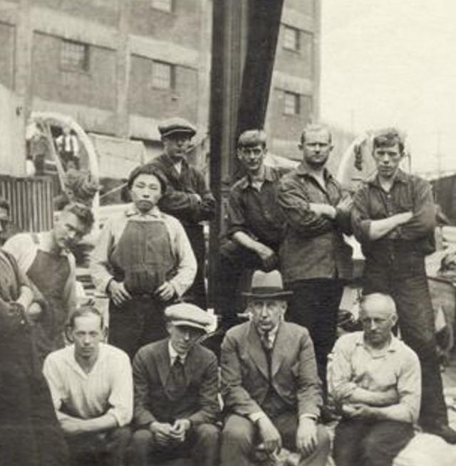 Amundsen sammen med det nye mannskapet til «Maud» i Seattle. Wisting tok kommandoen over skuta.