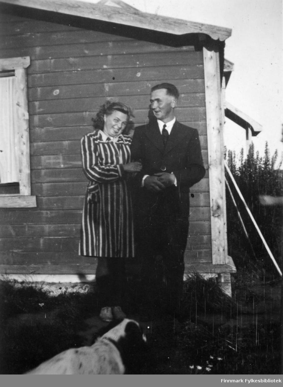 Åse Henriksen og Arne Klemetsen. Familiealbum tilhørende familien Klemetsen. Utlånt av Trygve Klemetsen. Periode: 1930-1960.