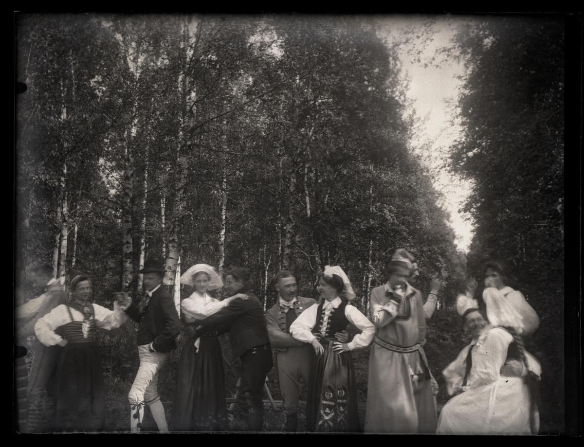 Grupporträtt, folkdans, ca 1910.