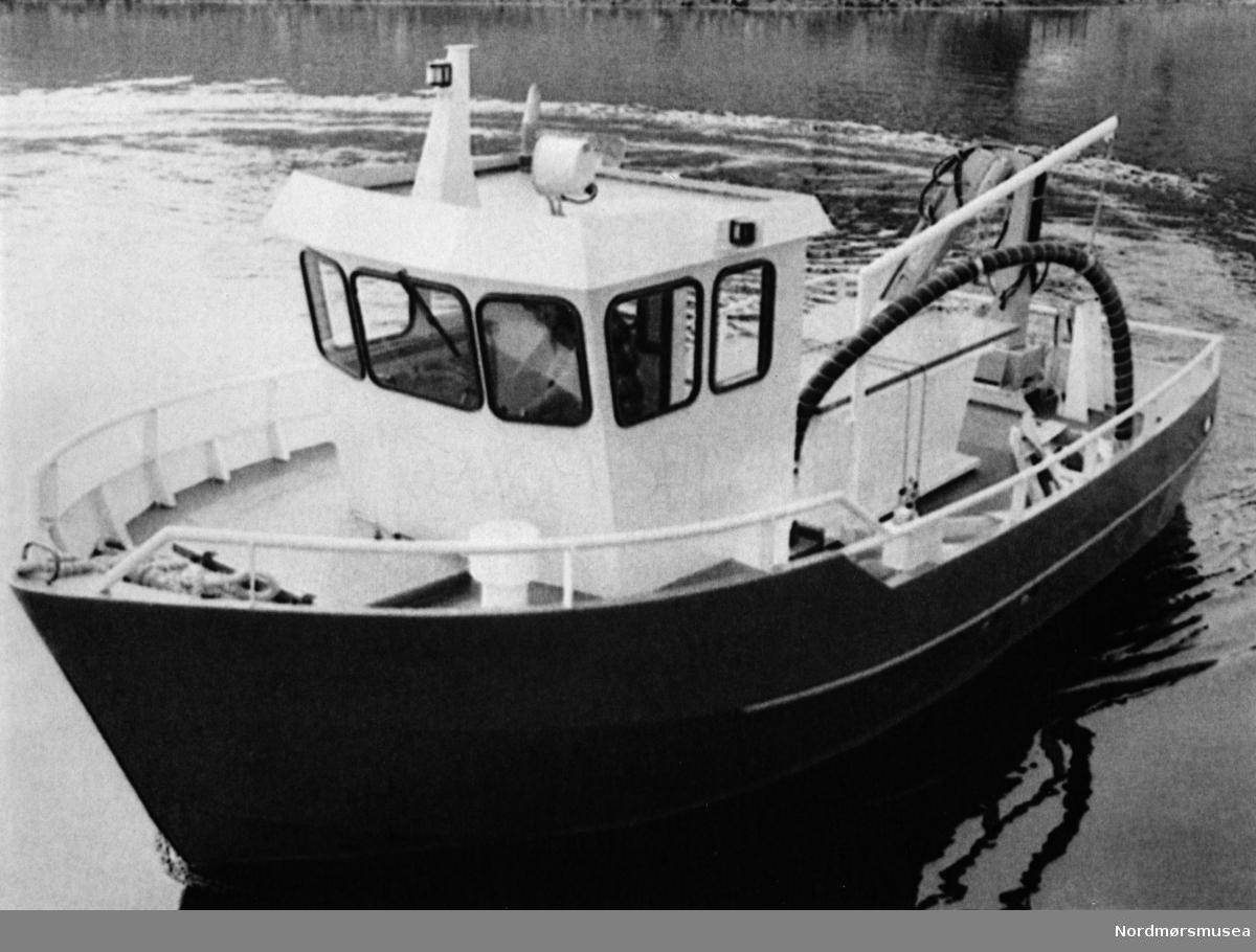 Fartøy ved BKW Stålprodukter A/S. TK 130686. Bildet er fra avisa Tidens Krav sitt arkiv i tidsrommet 1970-1994. Nå i Nordmøre museums fotosamling.