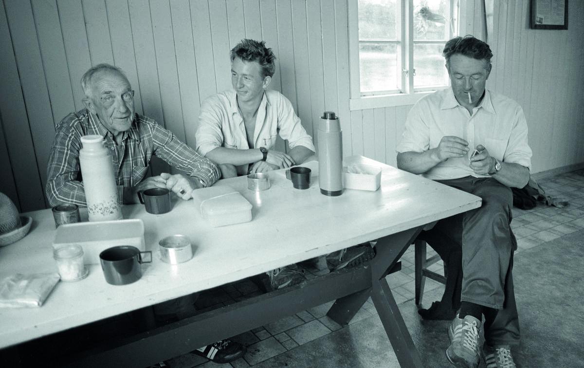 F.v. Arvid Evjen (1918-1988), Ole Berg-Pedersen (f. 1967) og Thorleif Gadderud (1934-2014). Foto: Trine Mikkelsen/Akershus Arbeiderblad / F.v. Arvid Evjen (1918-1988), Ole Berg-Pedersen (f. 1967) og Thorleif Gadderud (1934-2014). Foto: Trine Mikkelsen/Akershus Arbeiderblad