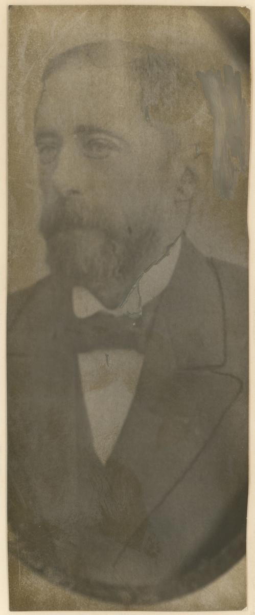 Diverse portrettfotos.  Bilde 1: Peter Andreas Herføll (1813-98).  Bilde 2: Fredrik August Zahn Sandberg (1826-1901), byfogd i Moss.