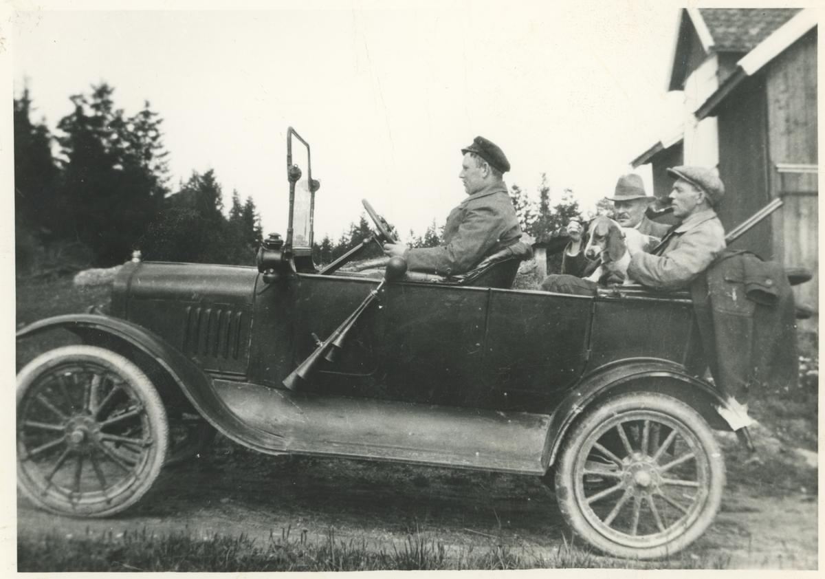 En av de første bilene i Moss. Ca 1910.