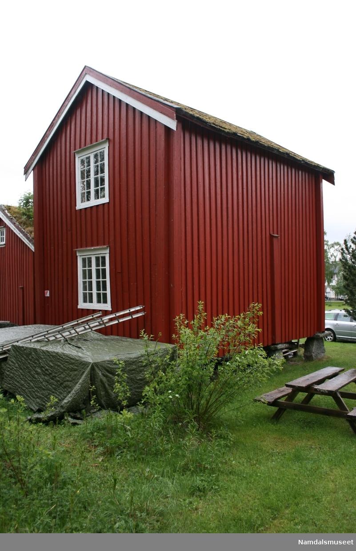 Bygning i treetasje med loft og mørkloft