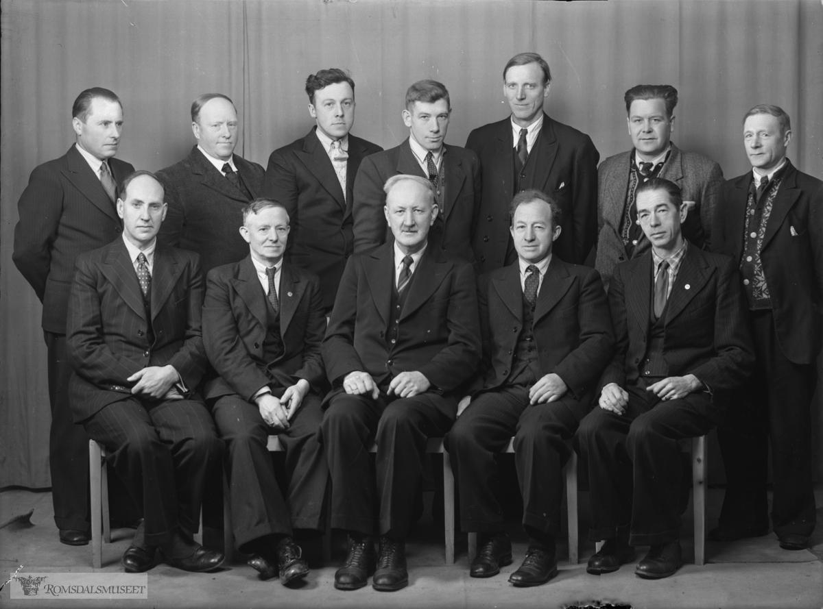 """017: Samorganisasjonen for LO-forbund i Molde..""""Romsdal faglige Samorganisasjons styre 1946-47."""