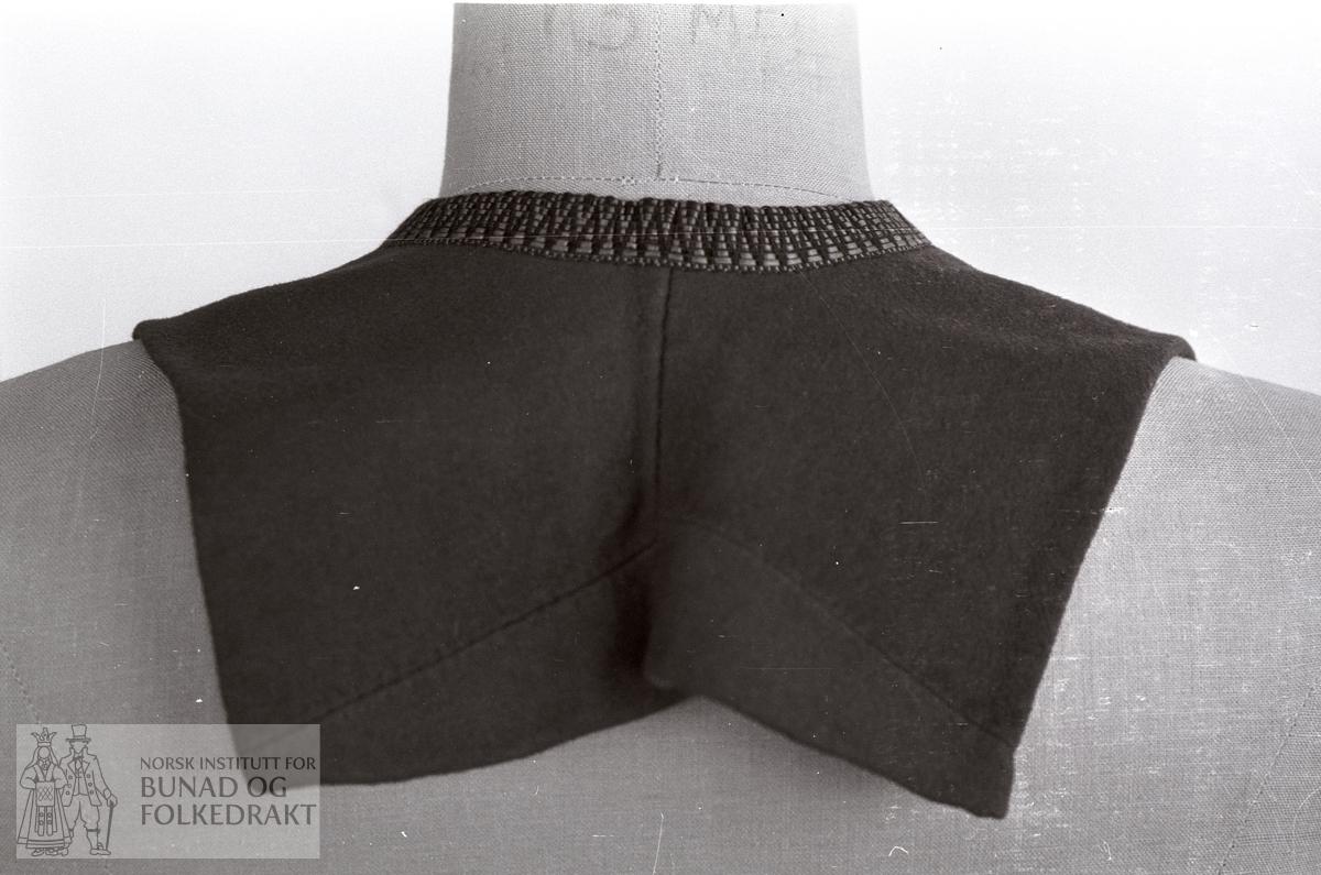 Nordhordlandsmessa 1974 - - - - - Raudt klede, silkekrokakvarding.