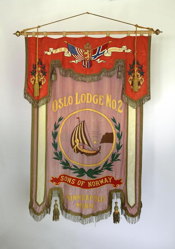 Fanen til Sons of Norway Oslo Lodge No. 2. (Foto/Photo)