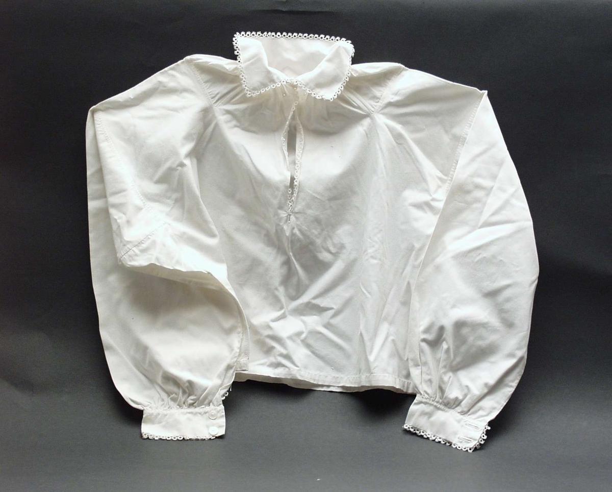 Barneskjorte med nupereller.