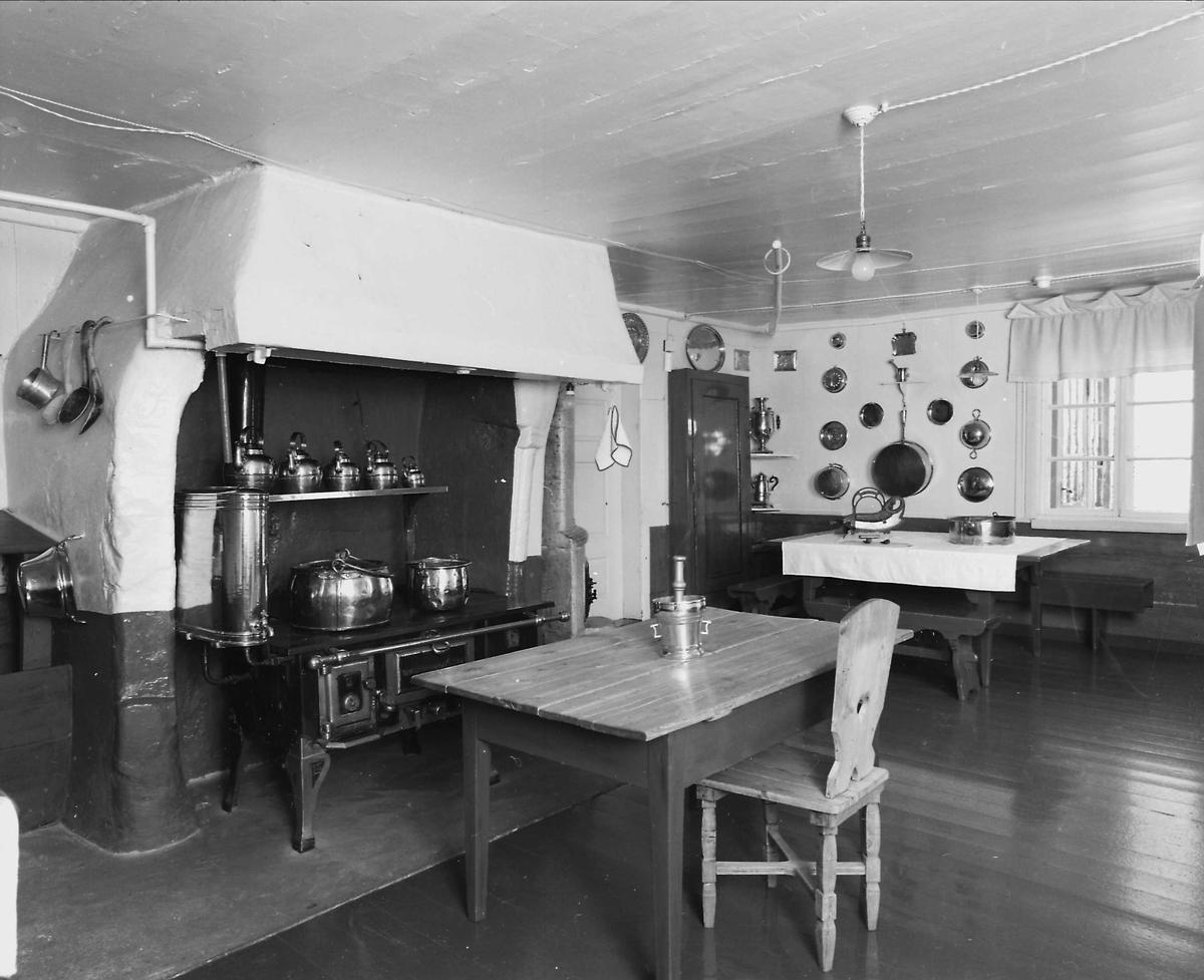 DOK:1991, Aulestad, interiør, kjøkken, bord, stol, morter, kobberkjeler,