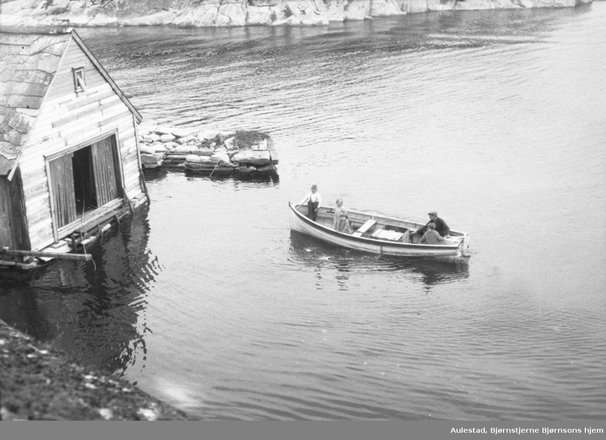 Braadland, mann, barn, robåt, båtnaust,