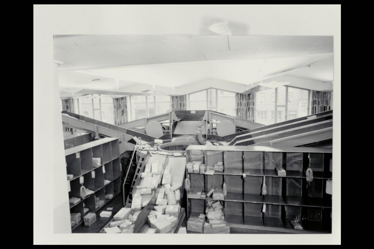 interiør, postkontor, 5002 Bergen, sortering, pakkeavdeling, personale