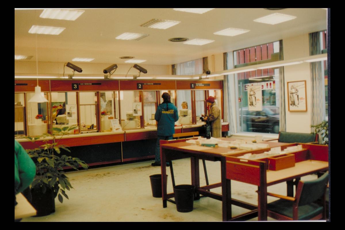 interiør, postkontor, publikumshall, kunder, ekspeditør