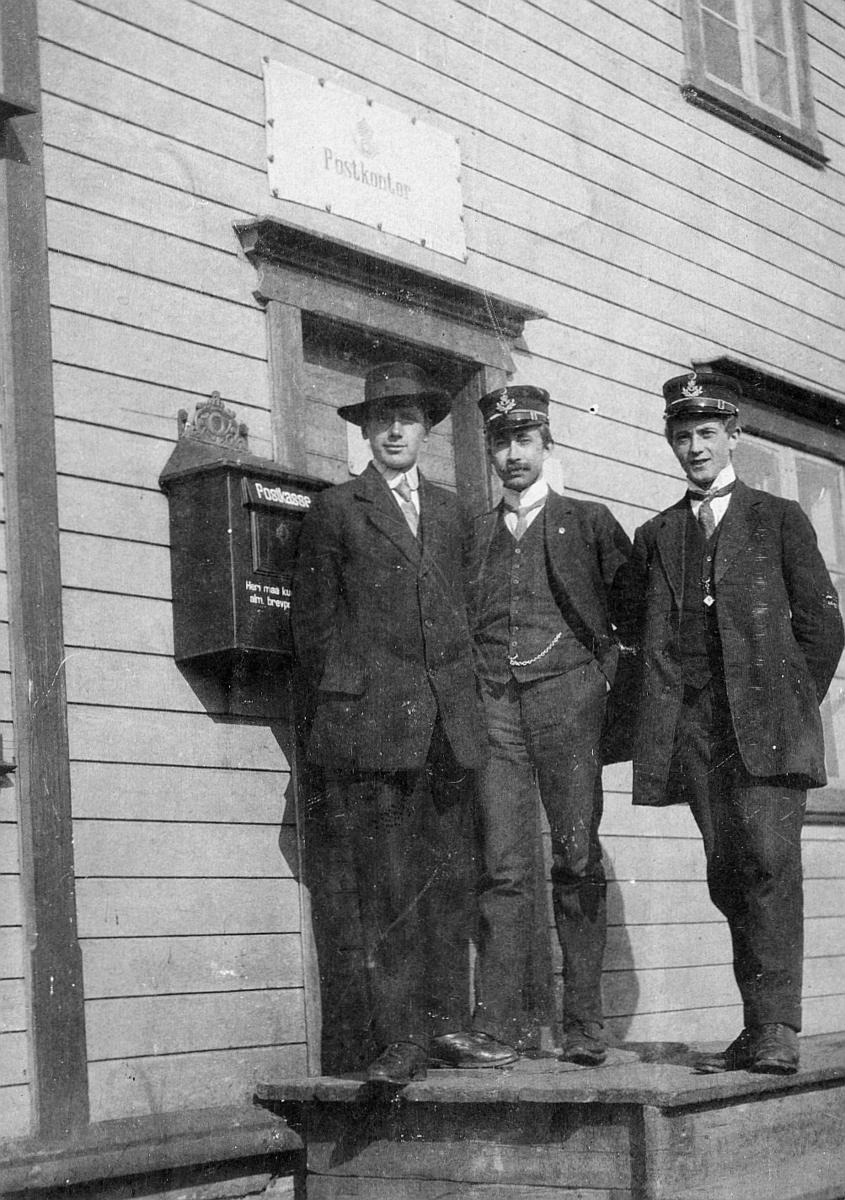 gruppebilde, feltpostkontoret nr.15, mehamn, tre menn
