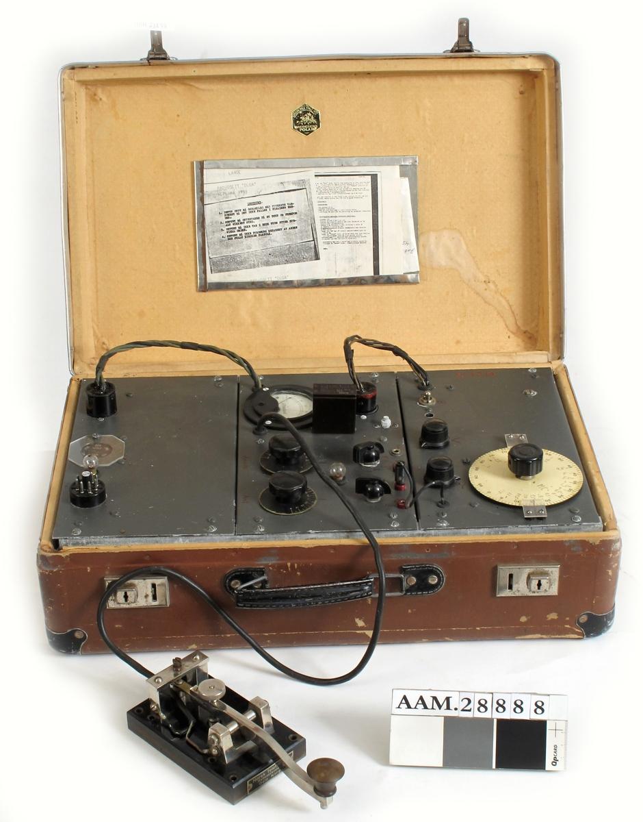 Radiosender / mottaker for kortbølge  montert i koffert - noe som ga god kamuflasje under transport.