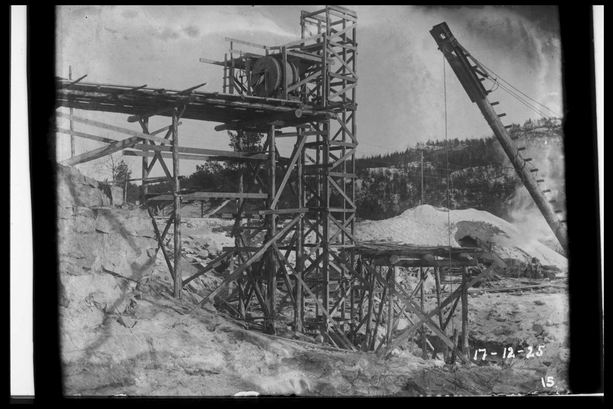 Arendal Fossekompani i begynnelsen av 1900-tallet CD merket 0468, Bilde: 18 Sted: Flaten Beskrivelse: Betongblander med elevator