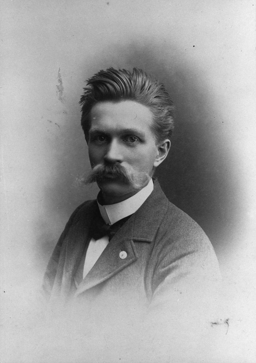 Portrett.  Niels Larsen Sunde.
