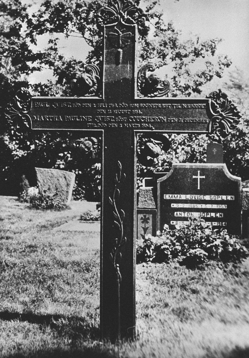 Kommunens eldste gravmonument (støpejernskors), ved Oppegård kirke