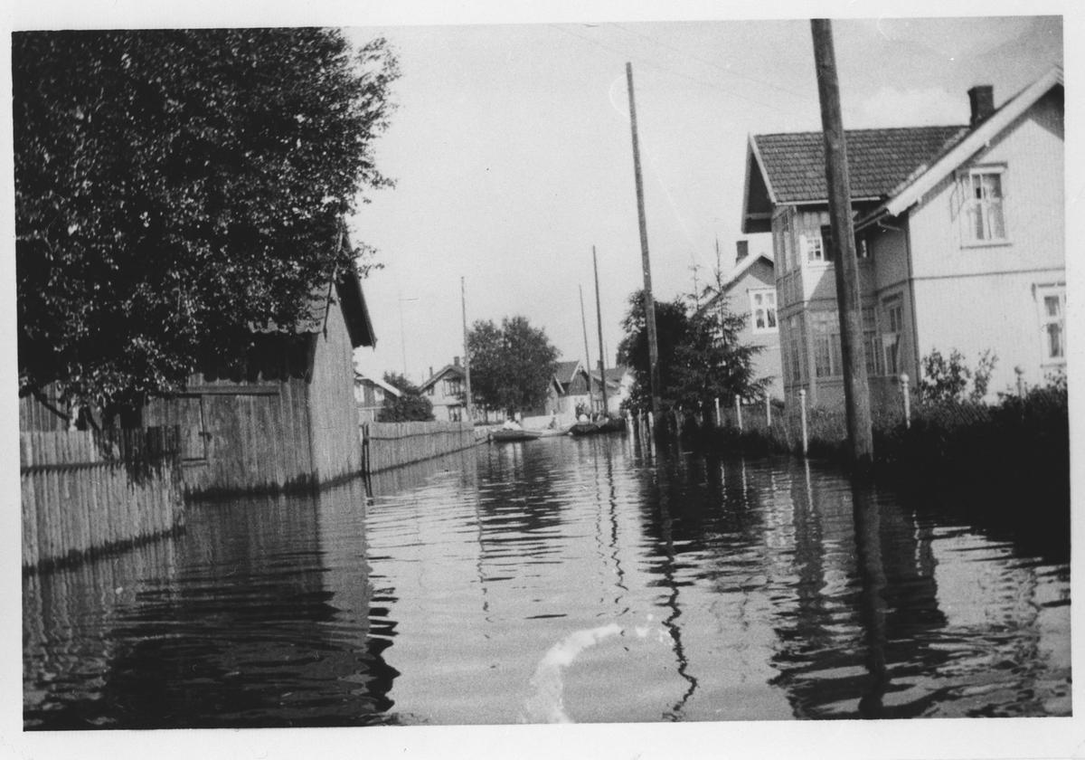 Voldgata under flommen i 1927. Til høyre ser vi Voldgata 64.