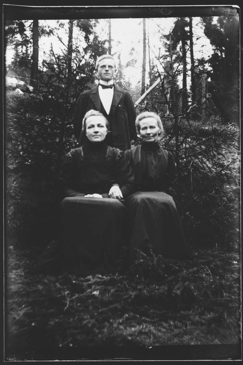 Agnete Malumseter, Helene Granlien og Hans Granlien.