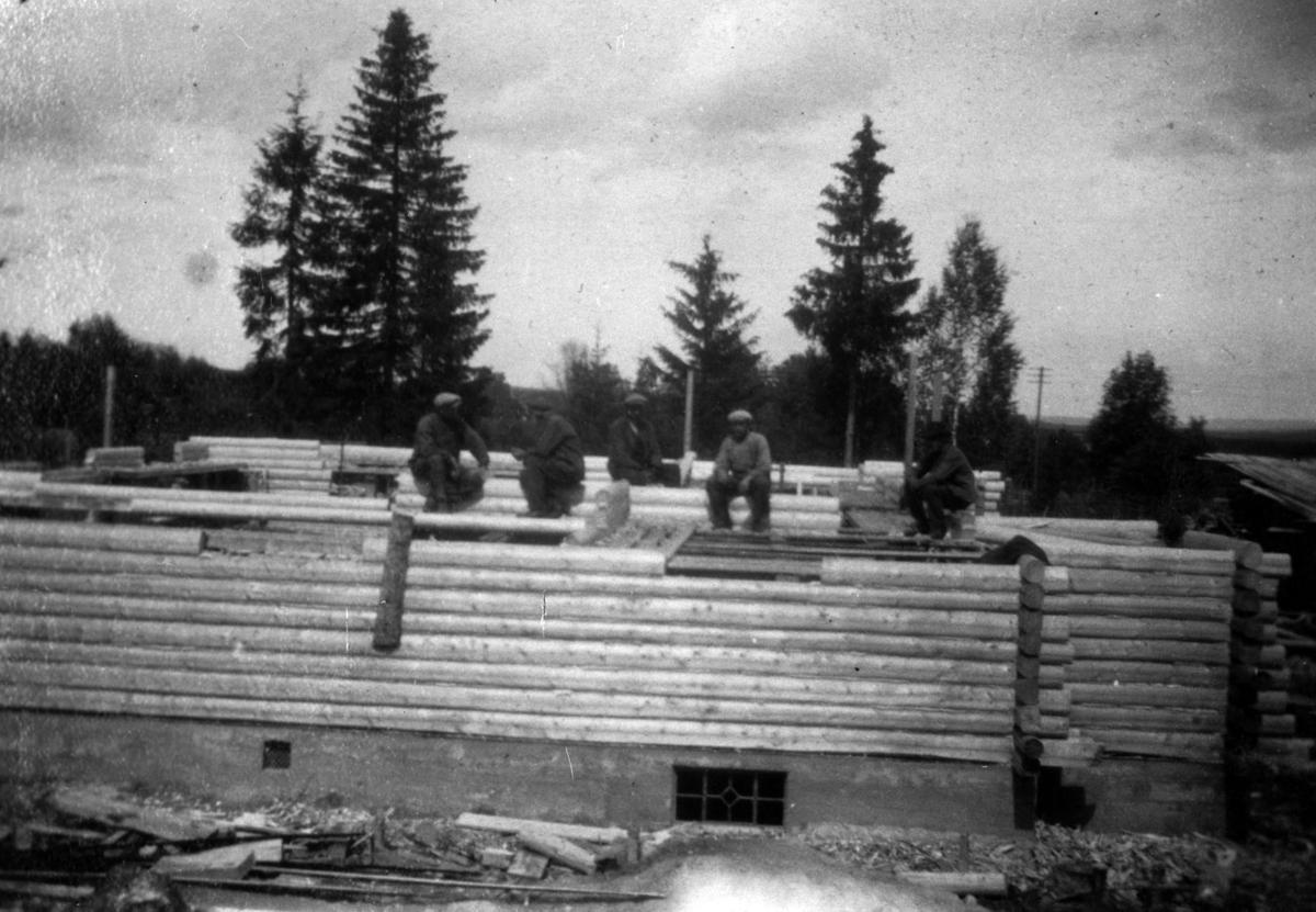 Ungdomshuset Folkvang under bygging.