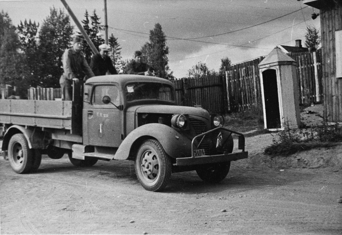 Lastebil utenfor vaktpost.