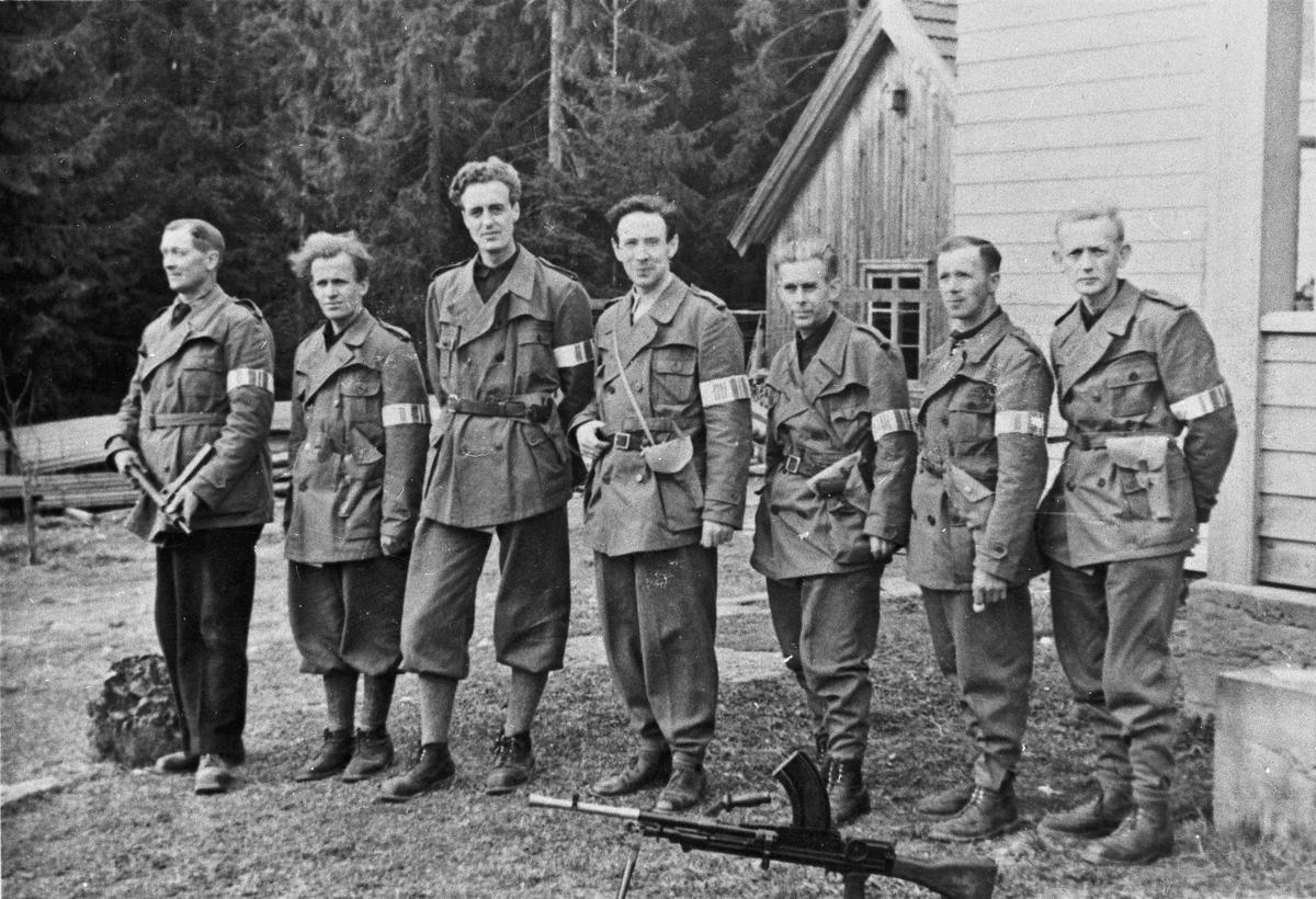 Hjemmestyrker. Alf Røvang nr. 3 fra venstre.