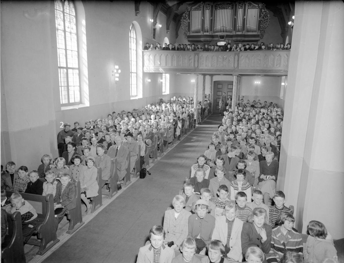Eidsvoll Kirke ca. 1959.  1-Arild Jensen, 2-Jan Tage Leonsen.