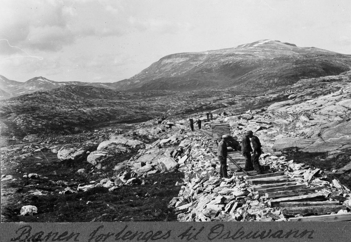 Fra arbeidet med forlengelse av Aurabanen til Osbuvann. Åpnet i 1941, nedlagt i 1951.
