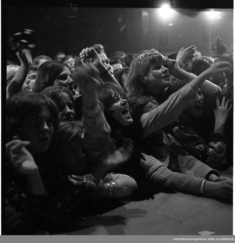 Publikum under filmopptak med The Pussycats i Samfundssalen, Arbeidersamfunnet,.desember 1965