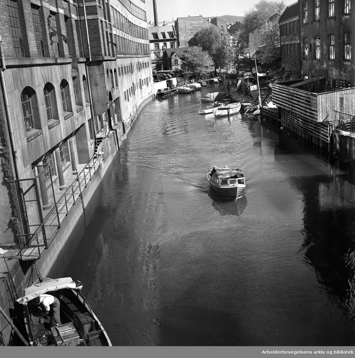 Småbåter på Akerselva,.mai 1951