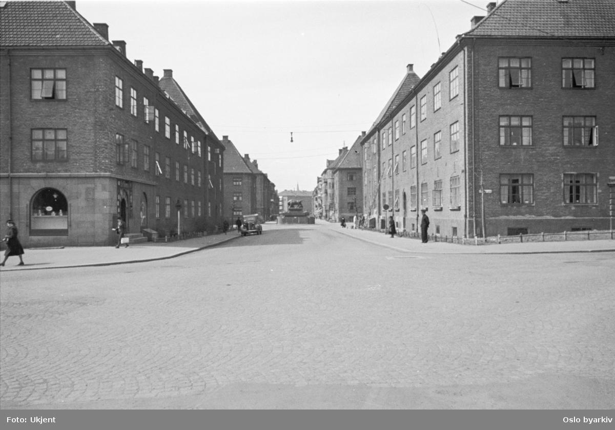 Hegermanns gate mot Hegermanns plass med Oksefontenen. Fra Torshovbyen (Torshovkvartalene).