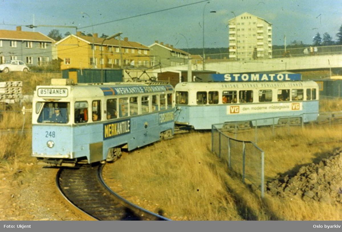 Oslo Sporveier. Høka-vogn med tilhenger, vogn 248 til Østbanen ved Bøler. Fra 1960-tallet.