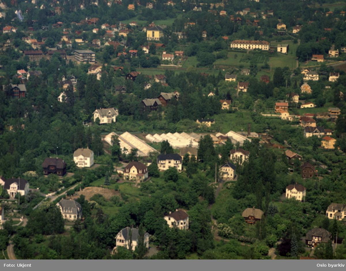 Villabebyggelse. Ullern sykehjem, aldershjem, gamlehjem. Kirkehaugsveien, Sollerudveien (Flyfoto)