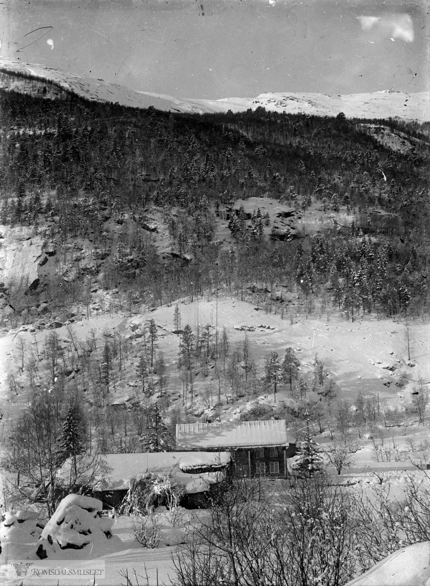 Husene sett fra øst. ..(Edvard var i Amerika fra april 1896 til desember 1910)