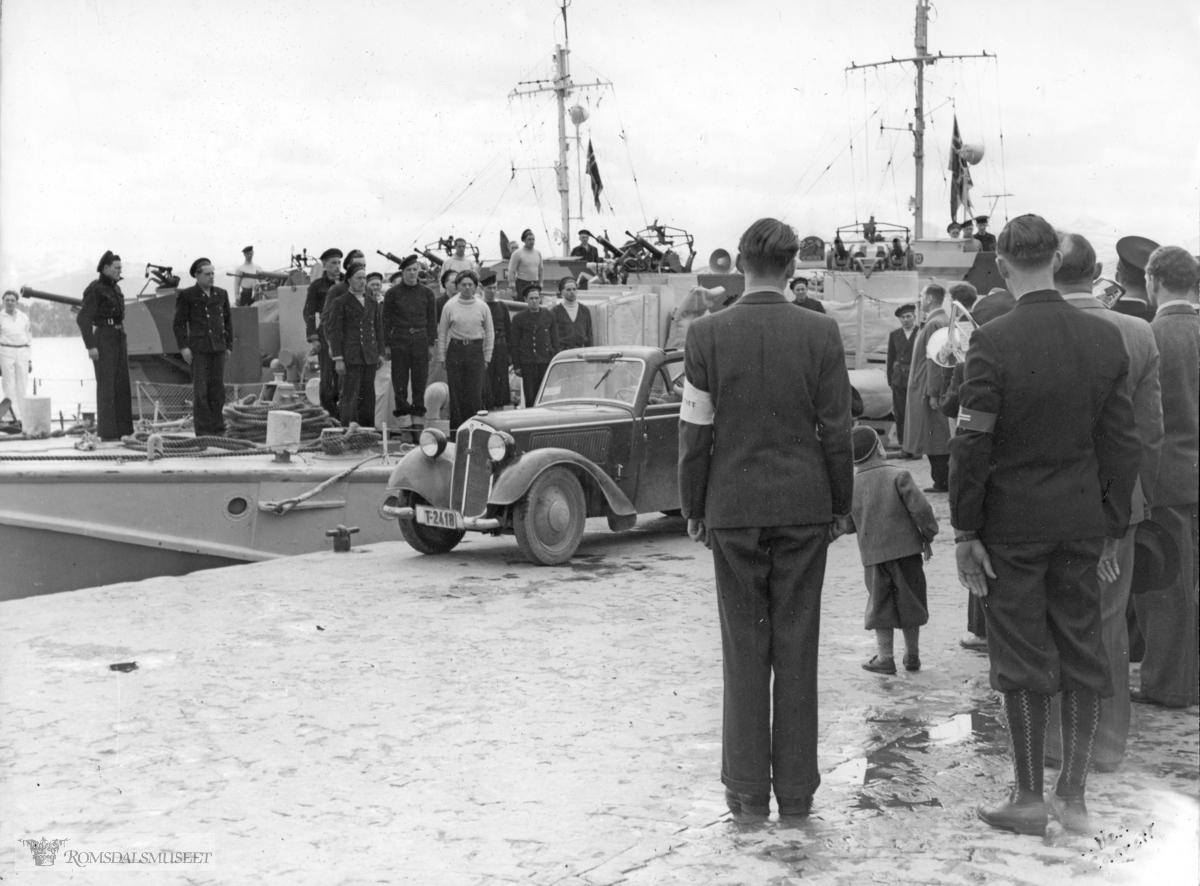 Bilen med reg nr T-2418 er en førkrigs DKW.