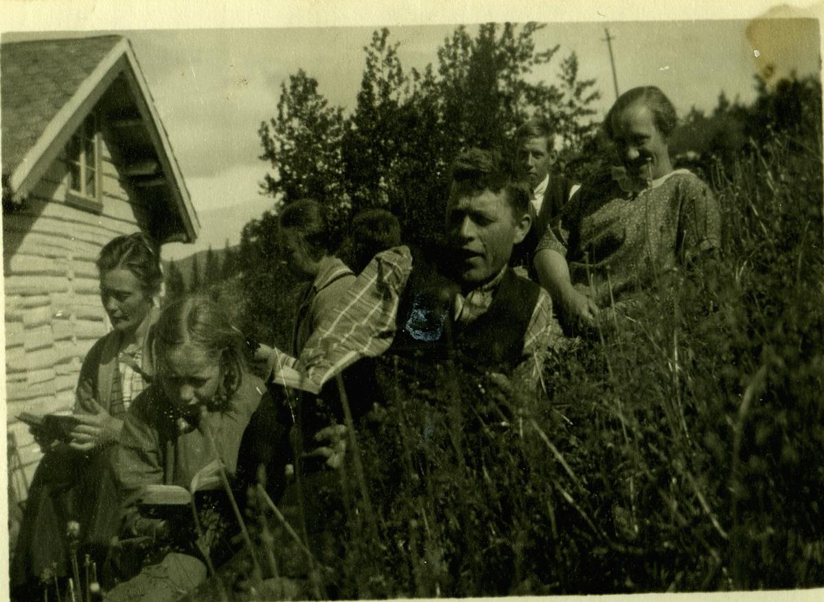 Bolighus,portrett Frå v.Ingrid Køllen, U, U, U,Østen Brenno,Vilhelm Stake og U