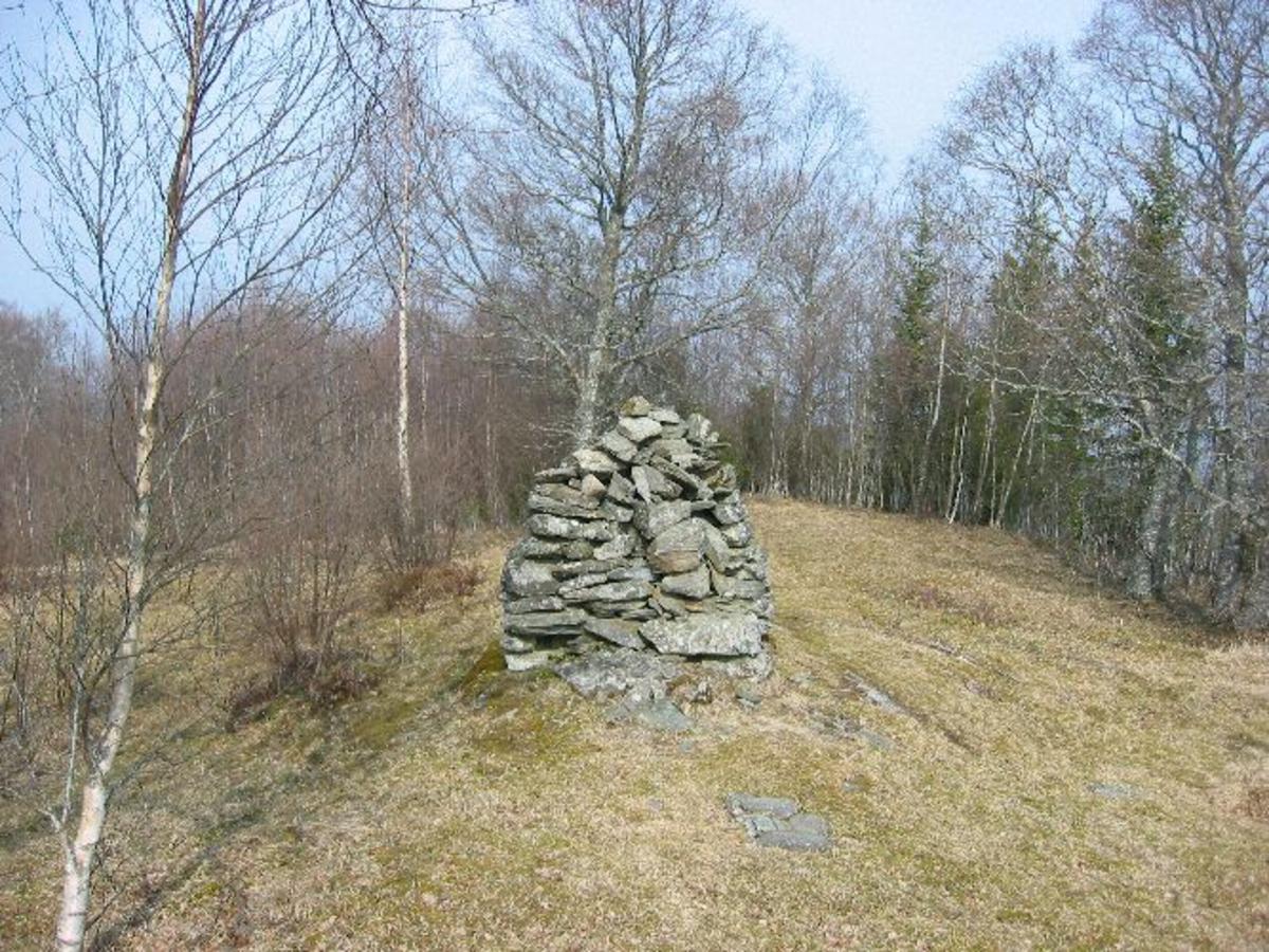 Steinoppbygging på toppen av en høyde