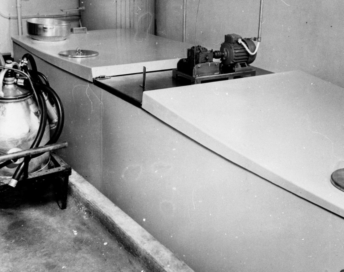 Det første gardstankanlegget for kjølt melk i Norge på Hoel gård, Nes, Hedmark.