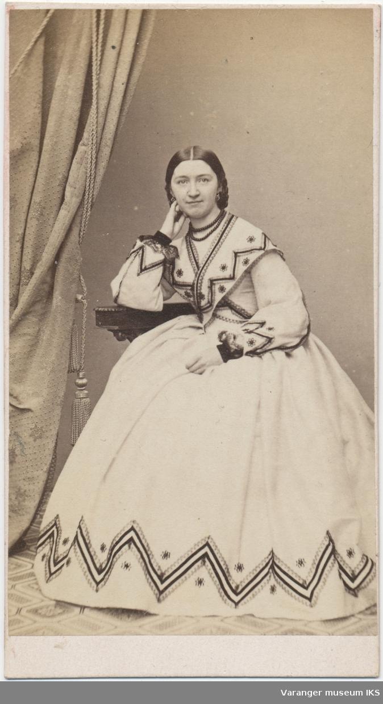Portrett, Emilie Marianne Leonora Wilhelmine Charlotte Brodtkorb