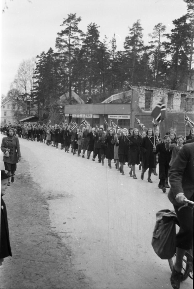 Barnetog, Storgata 17. mai 1945