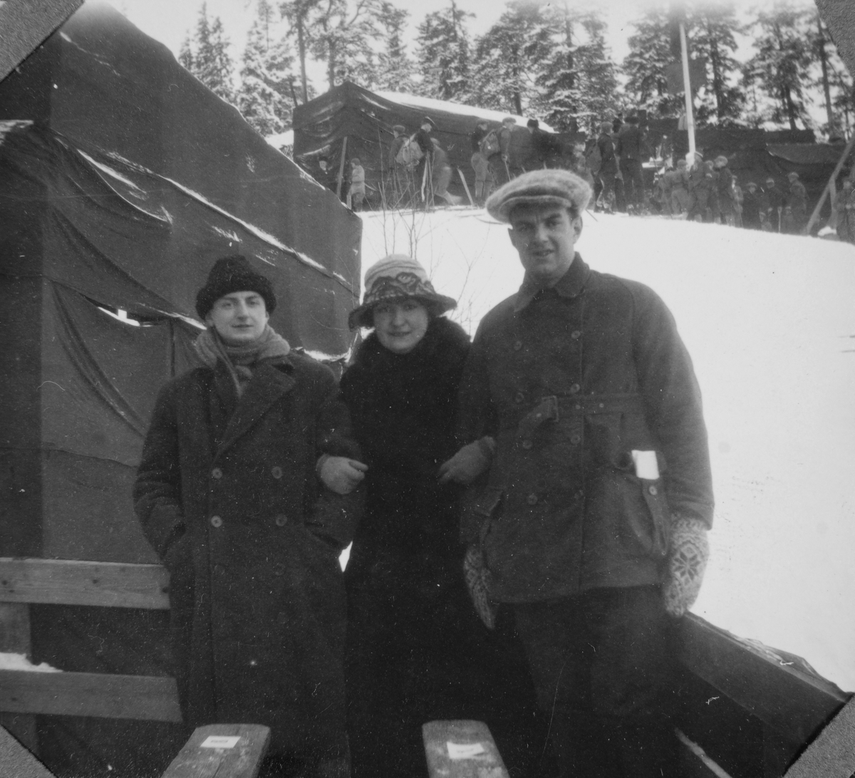 Wilhelm August (Billy) Thams, hans søster Astrid Elsa og broren Christian Wilhelm.