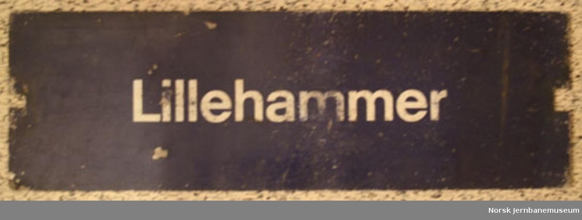 "Destinasjonsskilt fra persontog, tosidig : ""Skien"" og ""Lillehammer"""