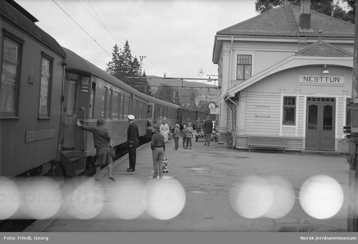 Nesttun stasjon med dagtoget