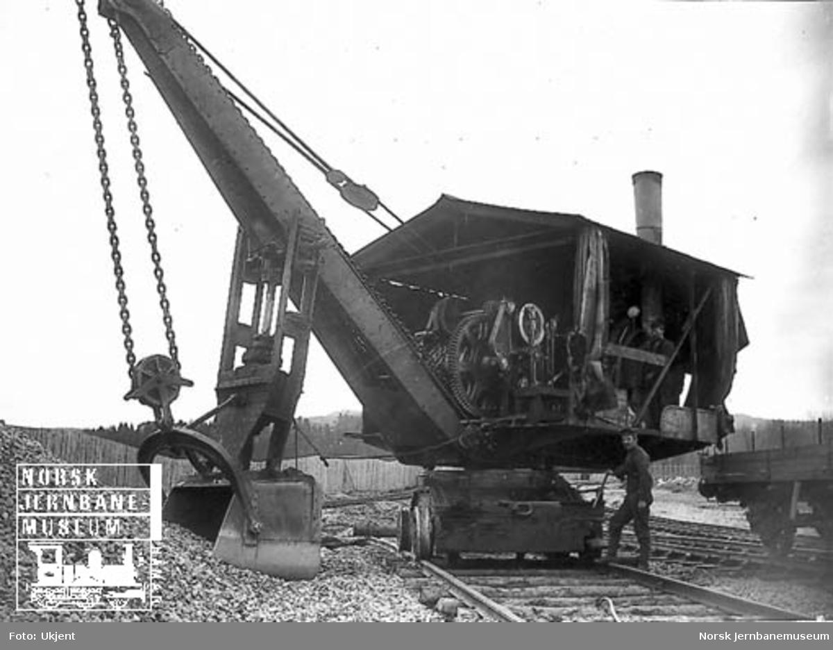 Hovedbanens skinnegående gravemaskin - Excavator
