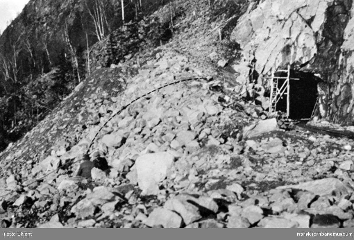 Rekonstruksjon av anleggsarbeider Titus Rudsers død forårsaket av en rikosjerende stein fra tunnelen