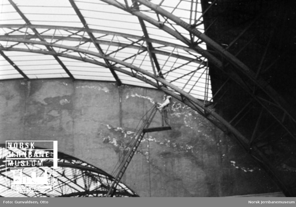 Reparasjon av taket i toghallen på Bergen stasjon